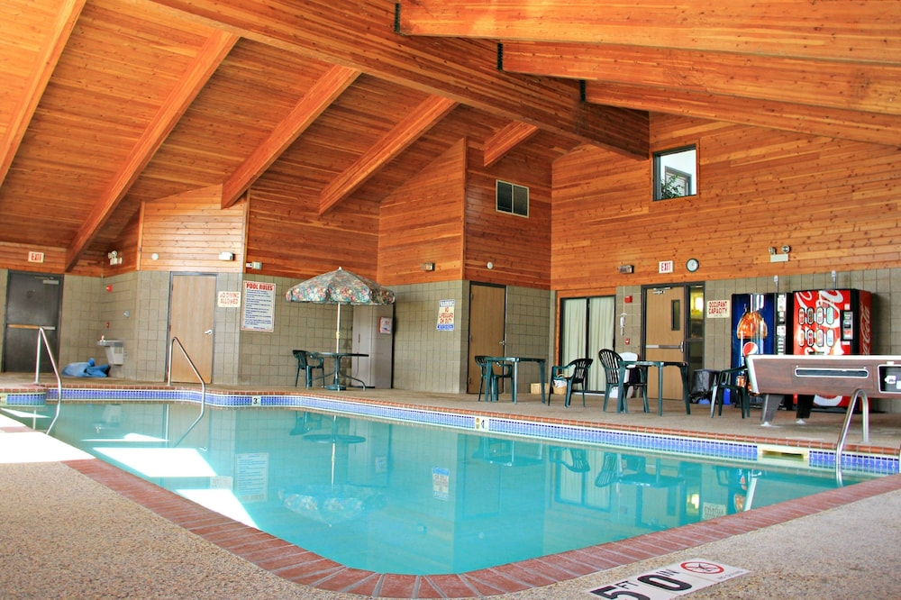Boarders Inn And Suites By Cobblestone Hotels Wautoma Indoor Pool