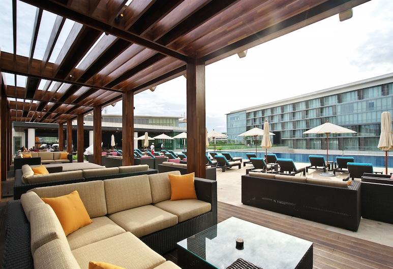 Kempinski Hotel Gold Coast City, Accra, Bar Tepi Kolam