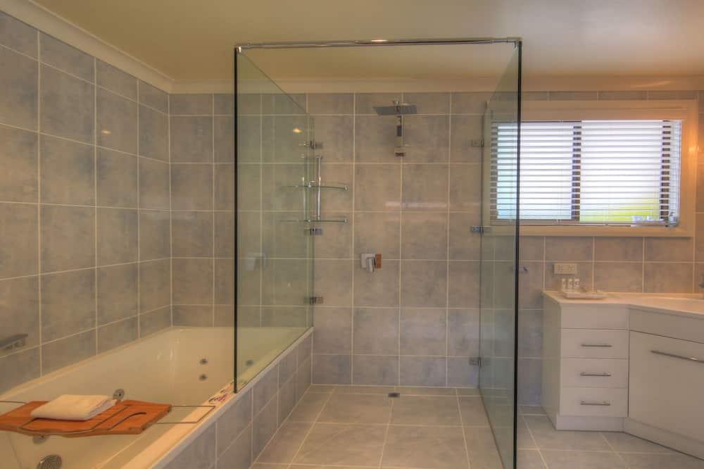 Superior Studio, 1 Queen Bed, Sea View - Bathroom