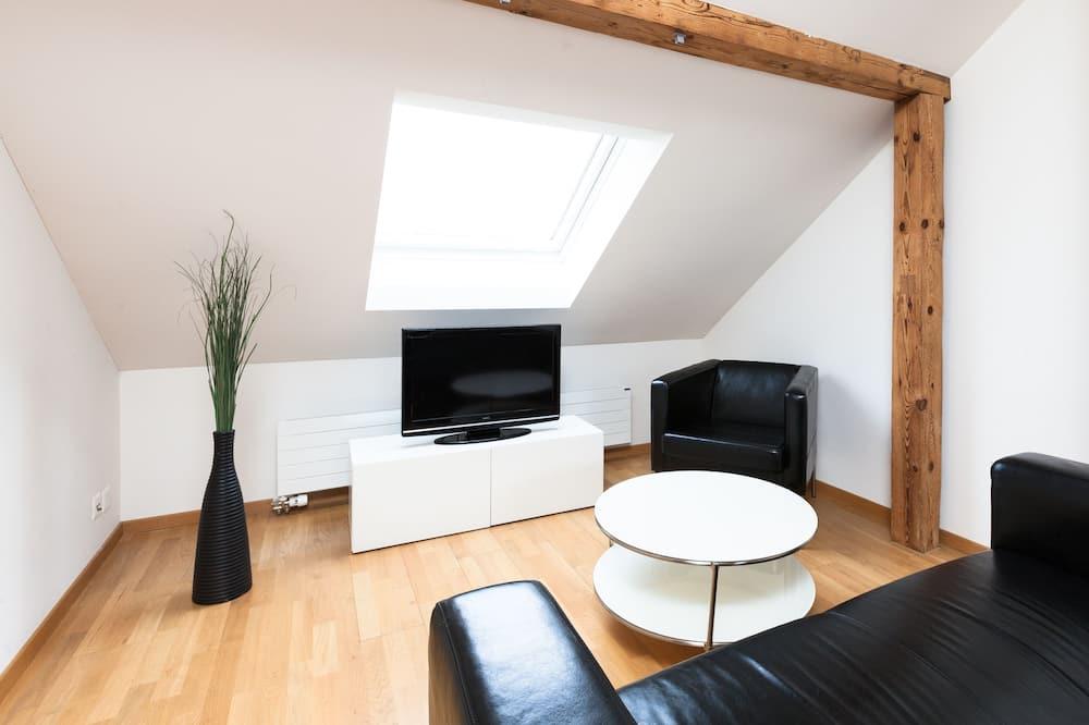 Suite, 2 Bedrooms - Living Room