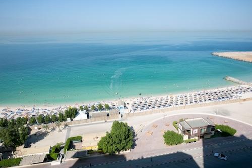 阿治曼海灘飯店溫德姆華美達套房飯店/