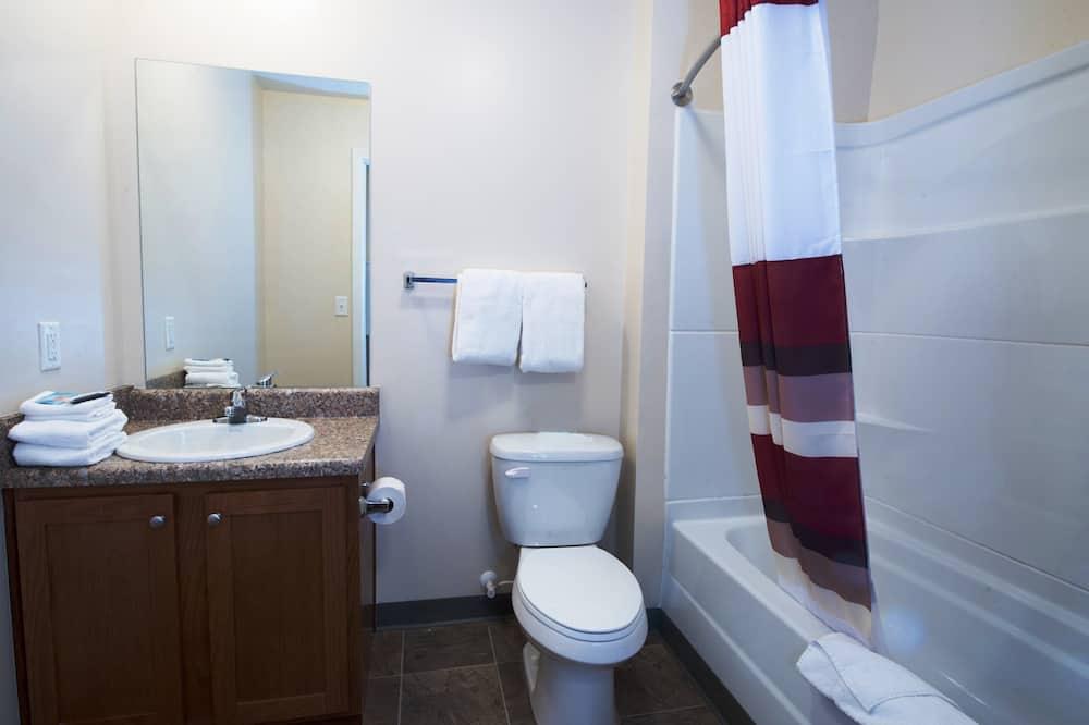 ห้องสวีท, เตียงใหญ่ 2 เตียง, ปลอดบุหรี่, ห้องครัว - ห้องน้ำ
