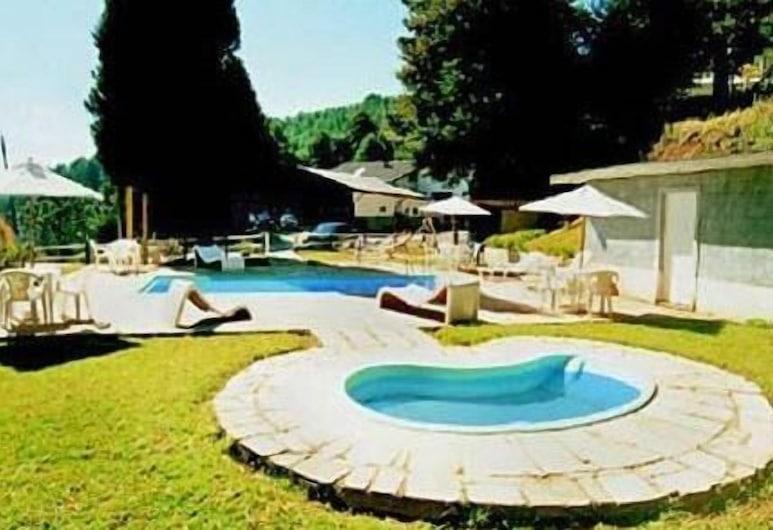هوتل ريفوجيو آلبينو, كامبوس دو جورداو, حمّام سباحة خارجي
