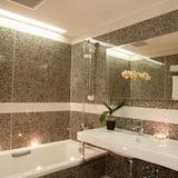 精緻四人房 - 浴室
