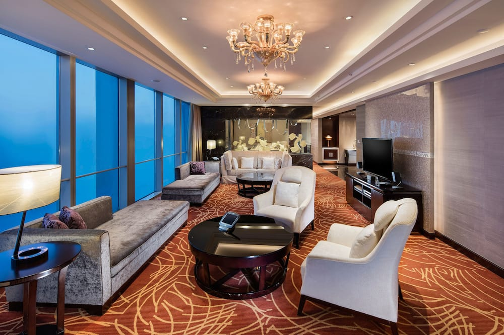 PRESIDENTIAL SUITE WITH ACCESS TO LOUNGE - Living Area