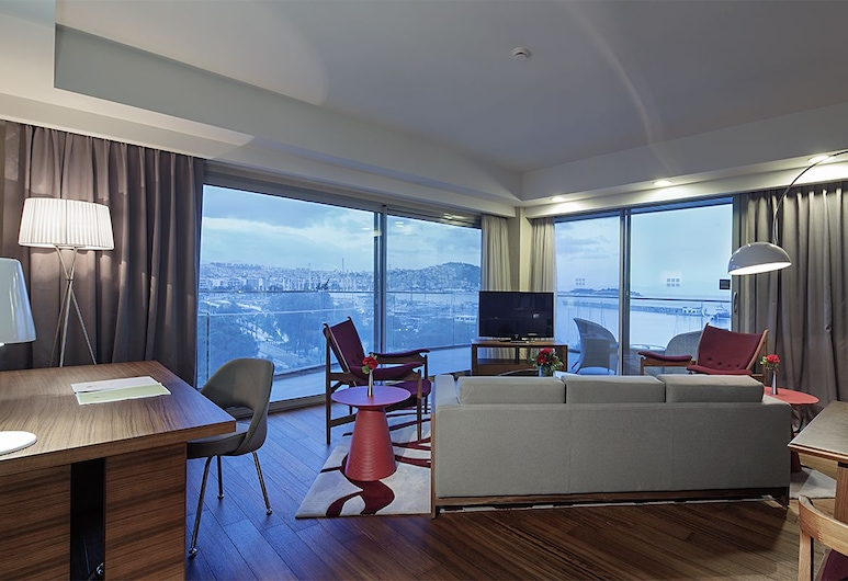 Doubletree By Hilton Kusadasi - Special Class, Kusadasi, Suite, 1 King Bed, Marina View, Living Room