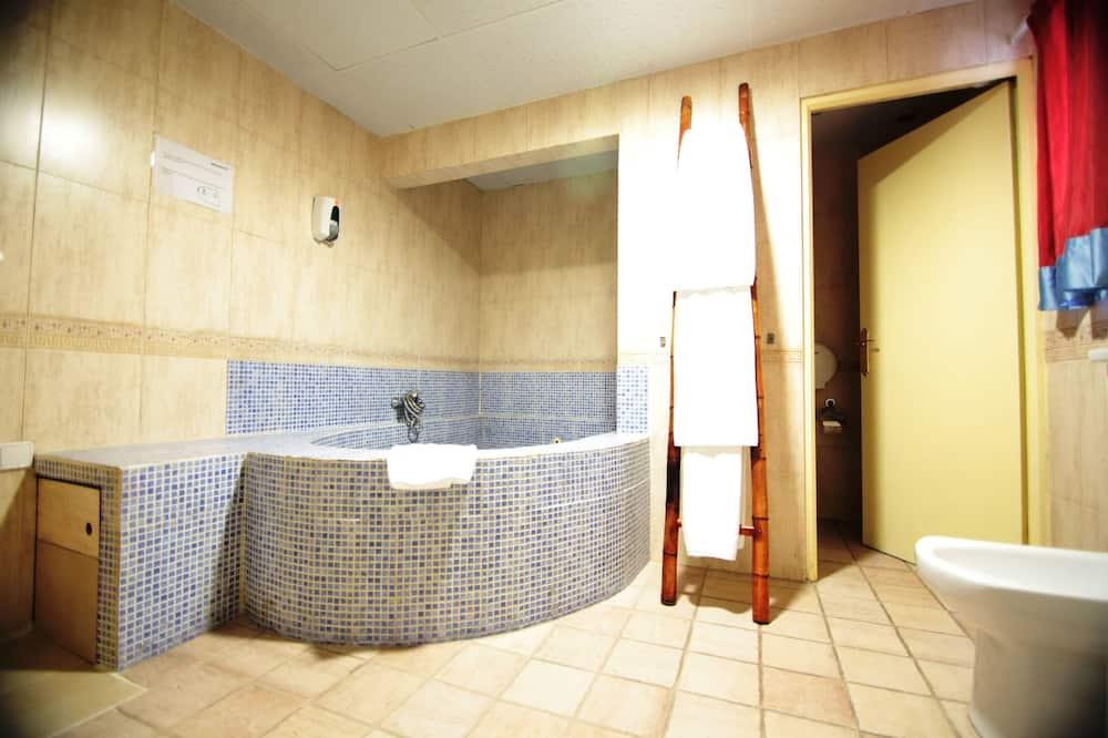 套房 - 浴室