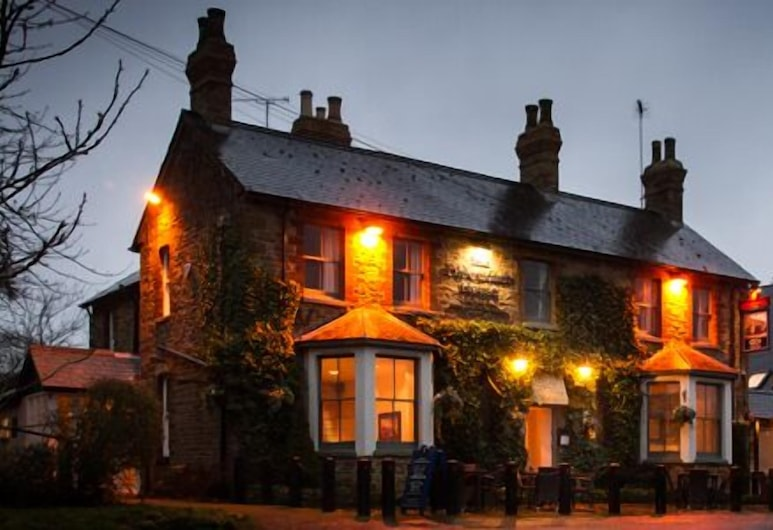 The Olde Coach House, Rugby, Hotel Front – Evening/Night