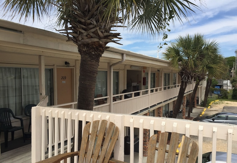 High Tide Motel, North Myrtle Beach, Terrace/Patio