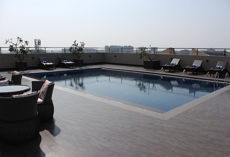 Goldfinch Hotel, Mumbai, Rooftop Pool