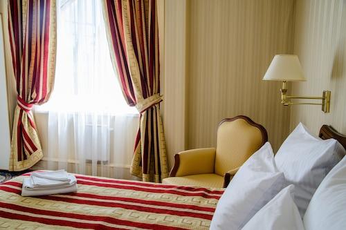 卡盧加公園酒店/