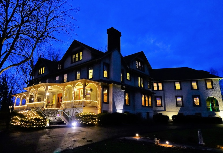 The Inn at Ragged Edge, Chambersburg, Hotel Front – Evening/Night