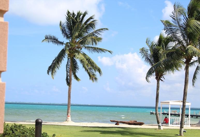 Holiday Inn Resort Grand Cayman, Crystal Harbour, Beach