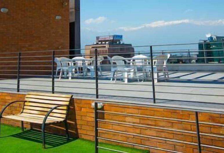 Travel Suites, Santiago, Teres/Laman Dalam