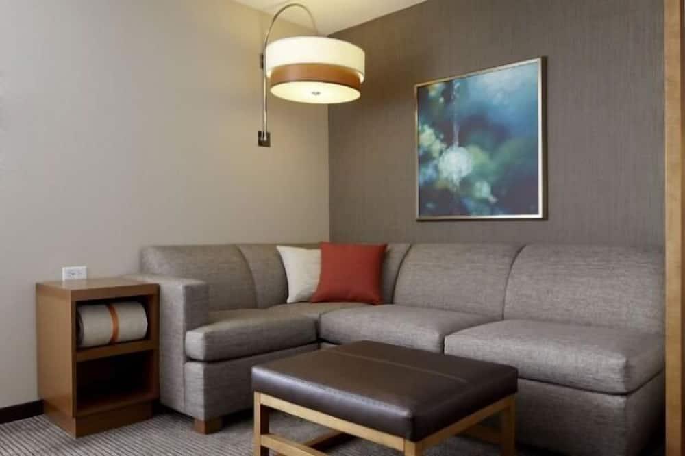 Room, 1 King Bed (High Floor) - Living Area