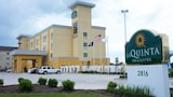 Choose This Business Hotel in Gonzales -  - Online Room Reservations