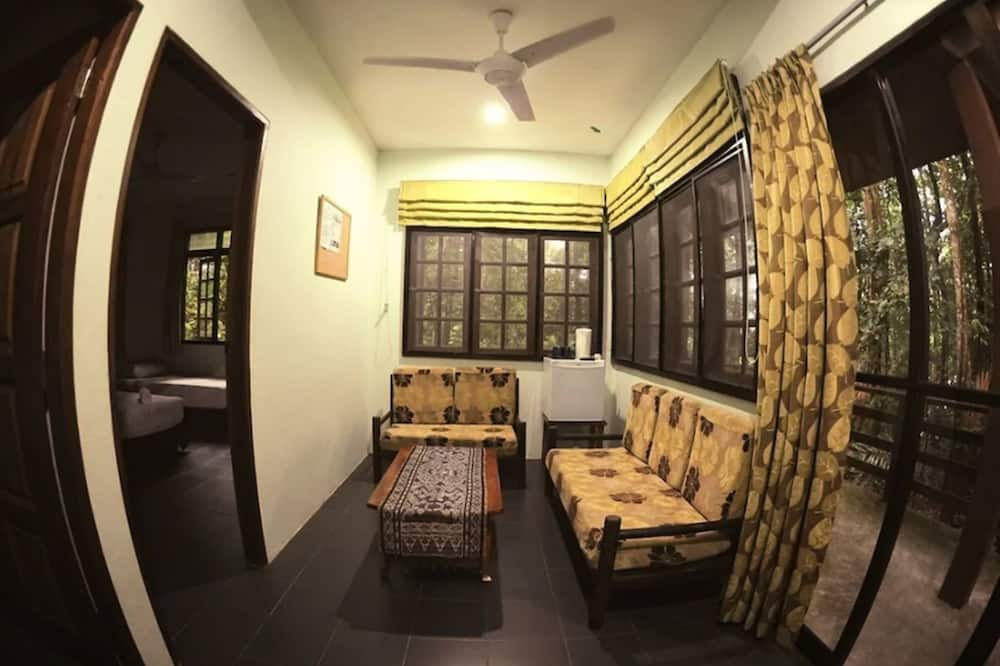 2 Bedroom Cabin for 6 People - Living Area