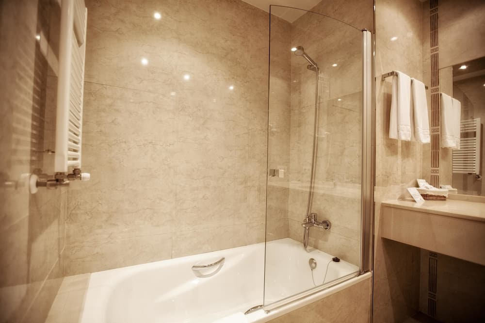 Standard szoba kétszemélyes vagy két külön ággyal - Fürdőszoba