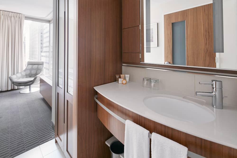 Zimmer, 1 Queen-Bett, Kochnische (One Room Suite With Kitchenette) - Waschbecken im Bad