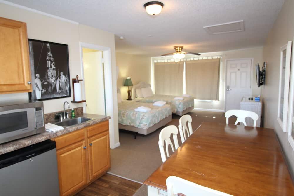 Standard Room, 2 Queen Beds - In-Room Dining