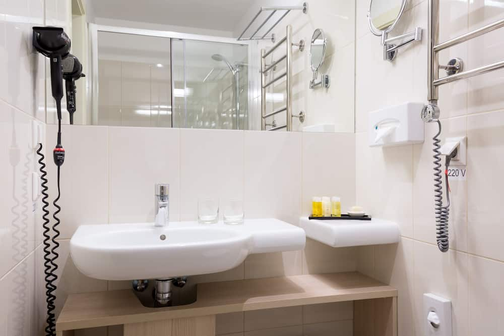 Business Double or Twin Room - Bathroom