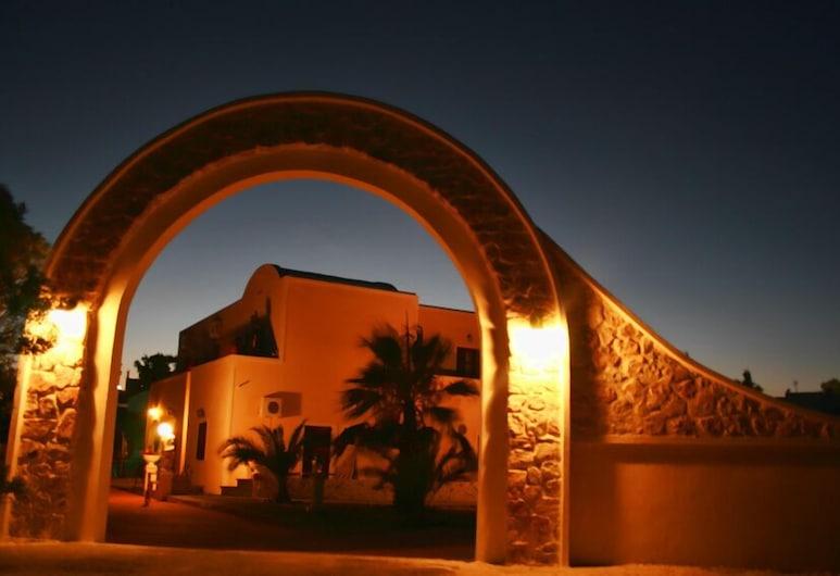 Angel Studios, Santorin, Façade de l'hôtel - Soir/Nuit