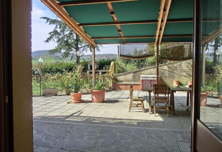 Agriturismo La Pietriccia, Chianciano Terme, Superior Apartment, 2 Bedrooms, Annex Building (Poggio d. Rose, at 150 meters), Teres/Laman Dalam