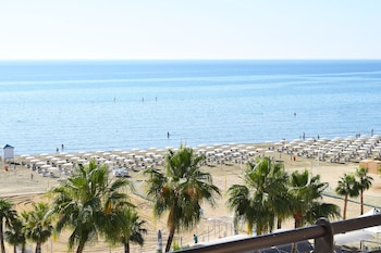 Picture of Sun Hall Beach Hotel Apts. in Larnaca