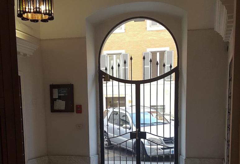 GR House di Giorgio Rossi, Rome, Interior Entrance