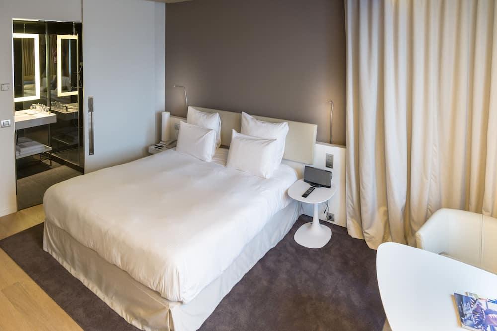 Chambre Supérieure, 1 très grand lit, vue ville - Salle de bain