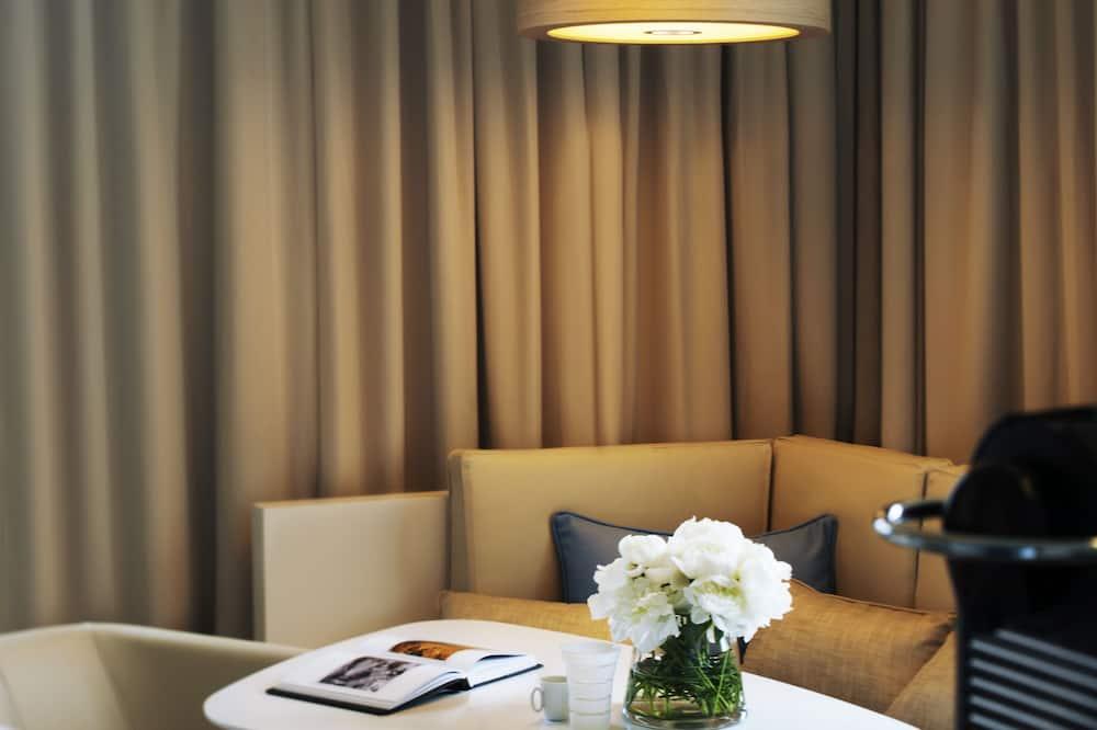 Chambre Deluxe, 1 très grand lit, vue ville - Coin séjour