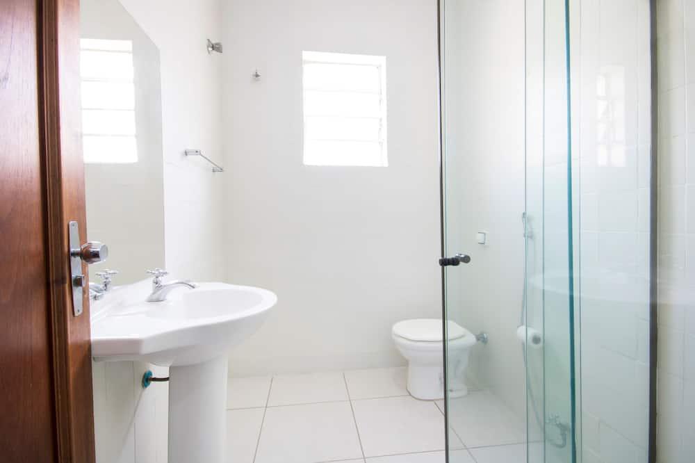 Quarto Standard Twin - Bathroom