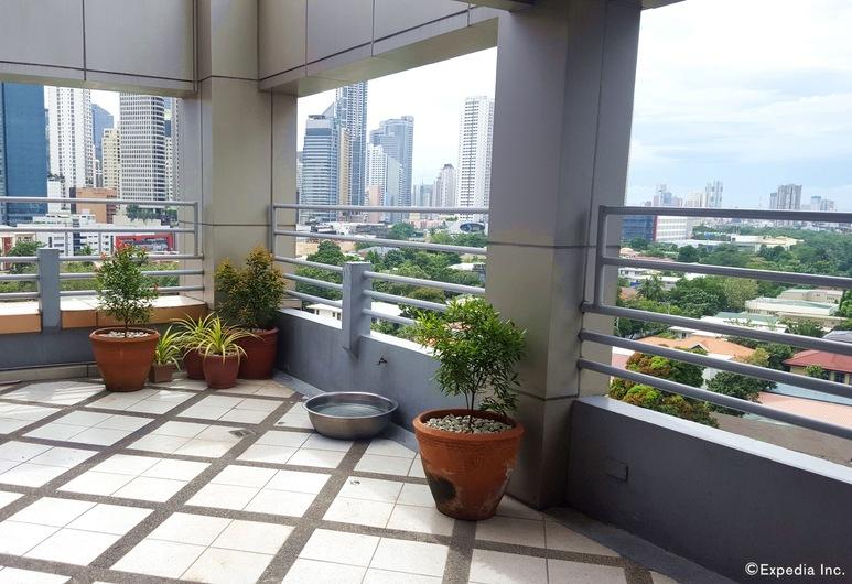 Lourdes Suites, Makati, Terras