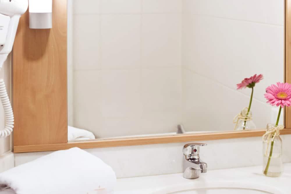 Standard - kahden hengen huone, 2 yhden hengen sänkyä - Kylpyhuone