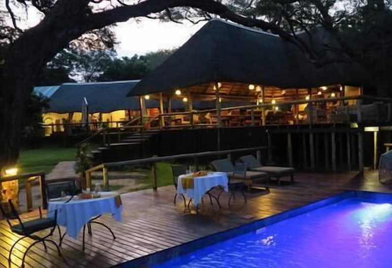 Elephant Valley Lodge, Kasane, Piscina al aire libre