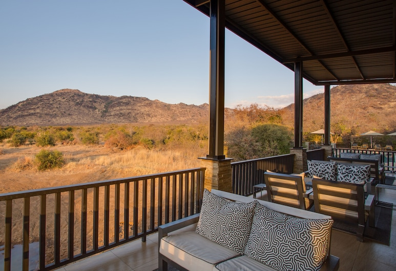Shepherd's Tree Game Lodge, Pilanesberg National Park, Lounge