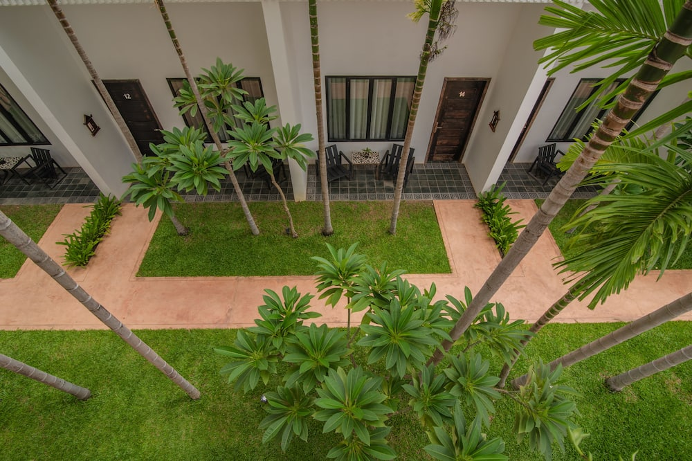 Standard Double Room (Free Round Trip Airport Shuttle) - Balcony
