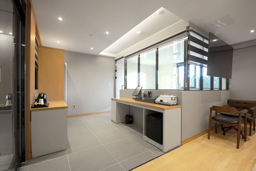 Pokoj Premium se dvěma jednolůžky - Obývací prostor
