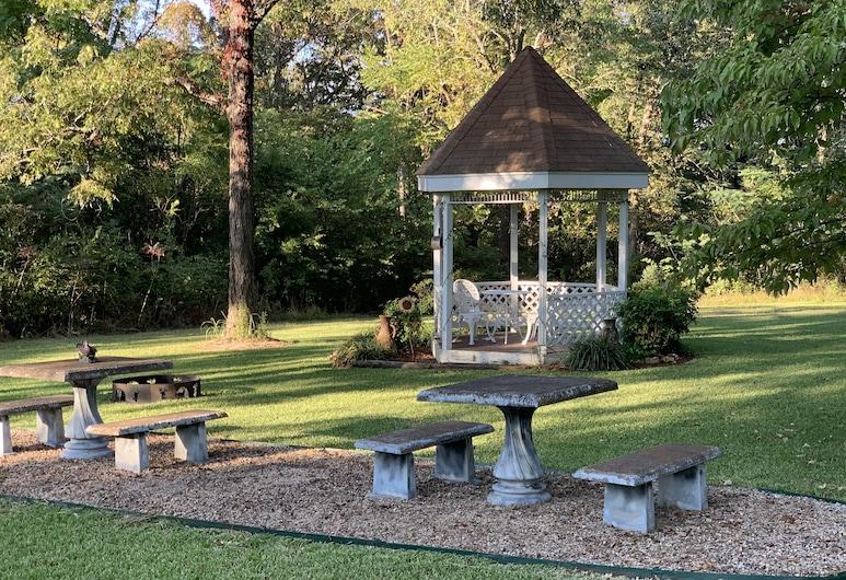 Beautiful, Secluded Ranch Home With 3 Bdrm and 2 Bath, Хьюго, Територія готелю
