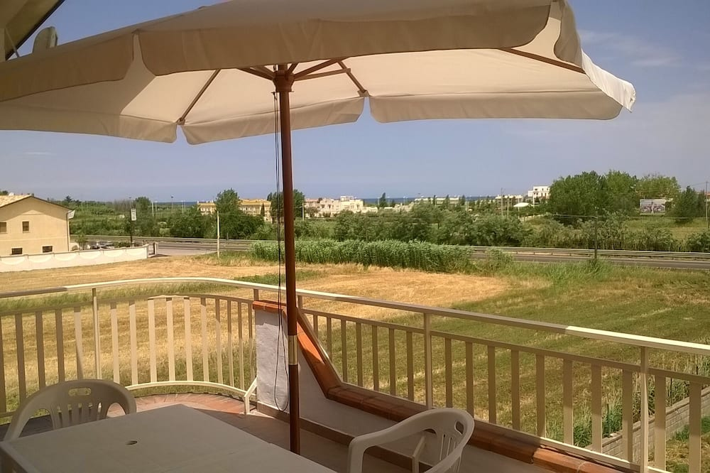 6-bed Room for Rent With Private Bathroom - Molise