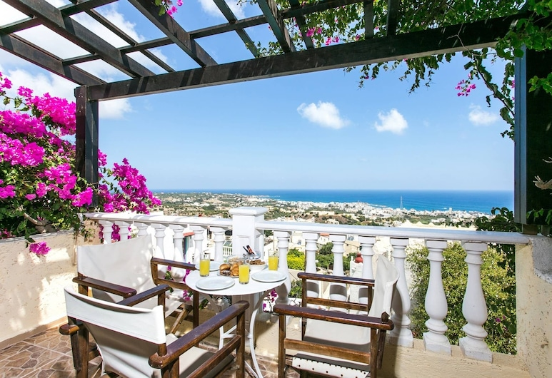 Spacious Room in Creta for 3 People, With Ac, Swimming Pool and Nature, هيرسونيسوس, شُرفة
