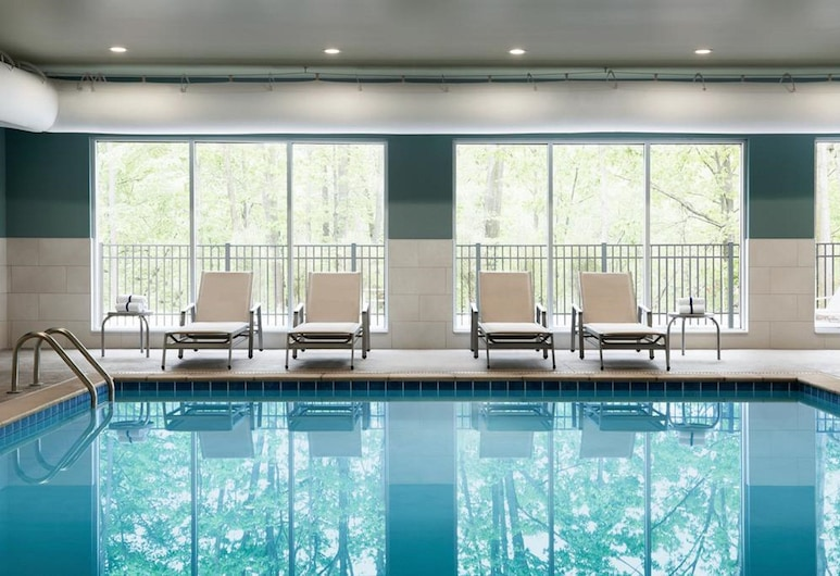 Holiday Inn Express & Suites Welland, an IHG Hotel, Welland, Pool