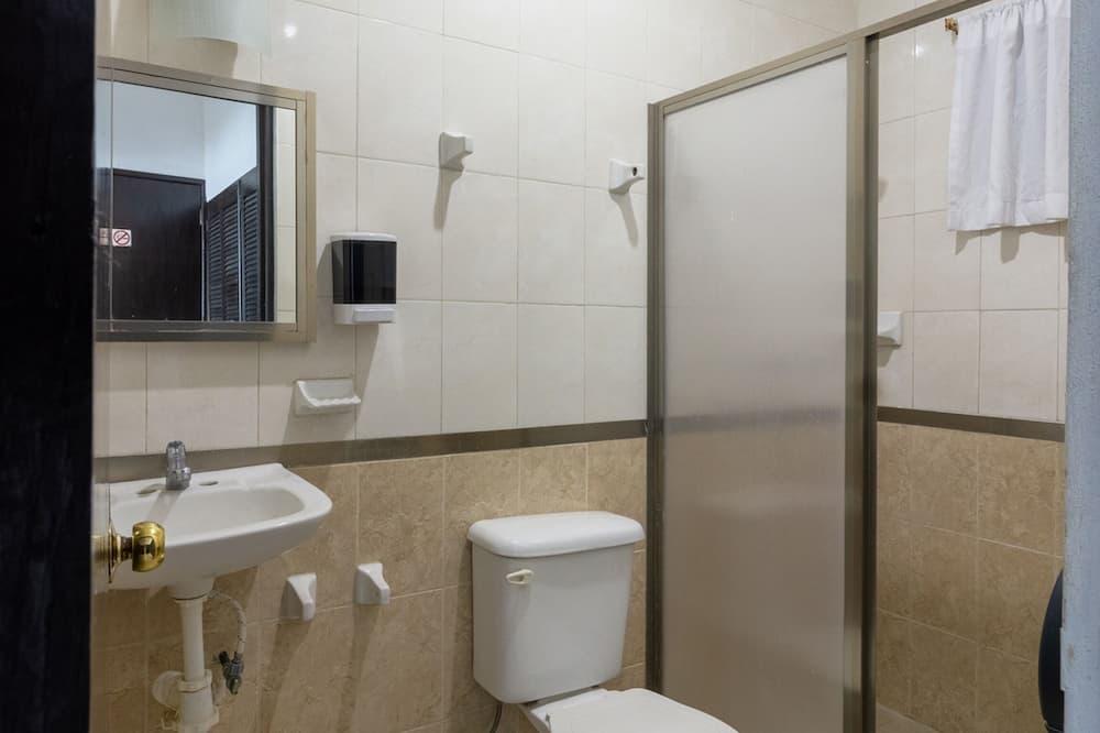 Habitación estándar, Varias camas - Baño