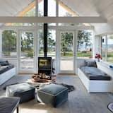 House, 2 Queen Beds - Living Room