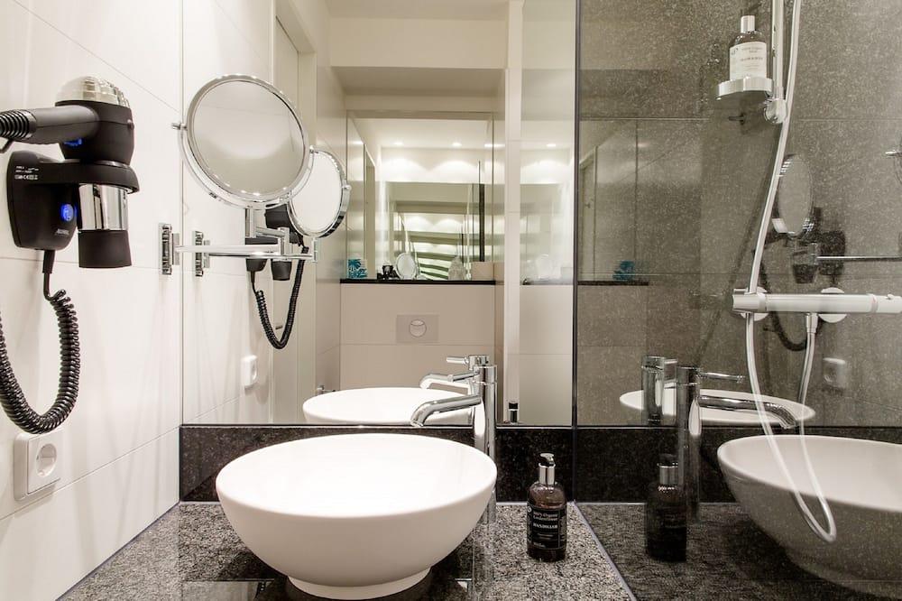 غرفة مريحة - سرير ملكي (Zimmer) - الدش داخل الحمام