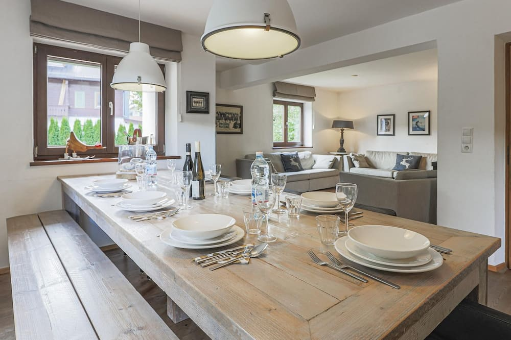 Chalet (6 Bedrooms) - Tempat Makan dalam Bilik