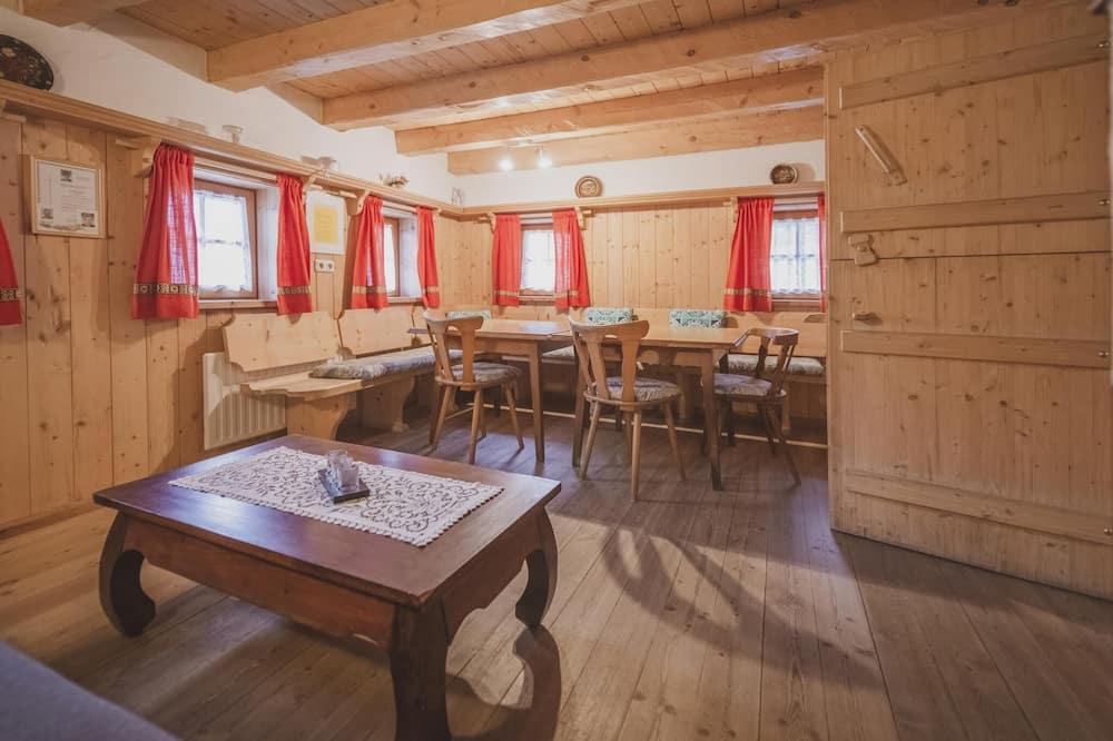 Nhà gỗ (4 Bedrooms) - Phòng khách
