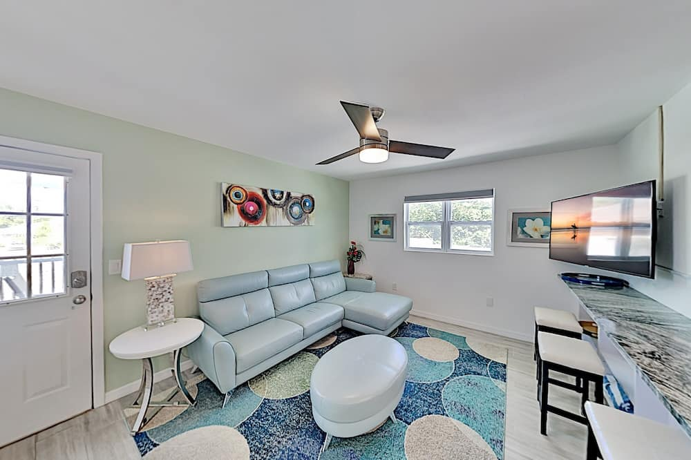 The Best Vacation Experience On Lido Key! 2 Bedroom Duplex