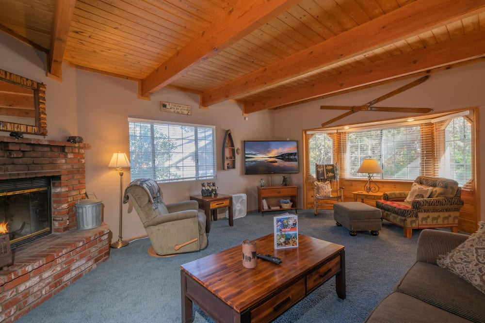 Pokoj, 3 ložnice - Obývací pokoj
