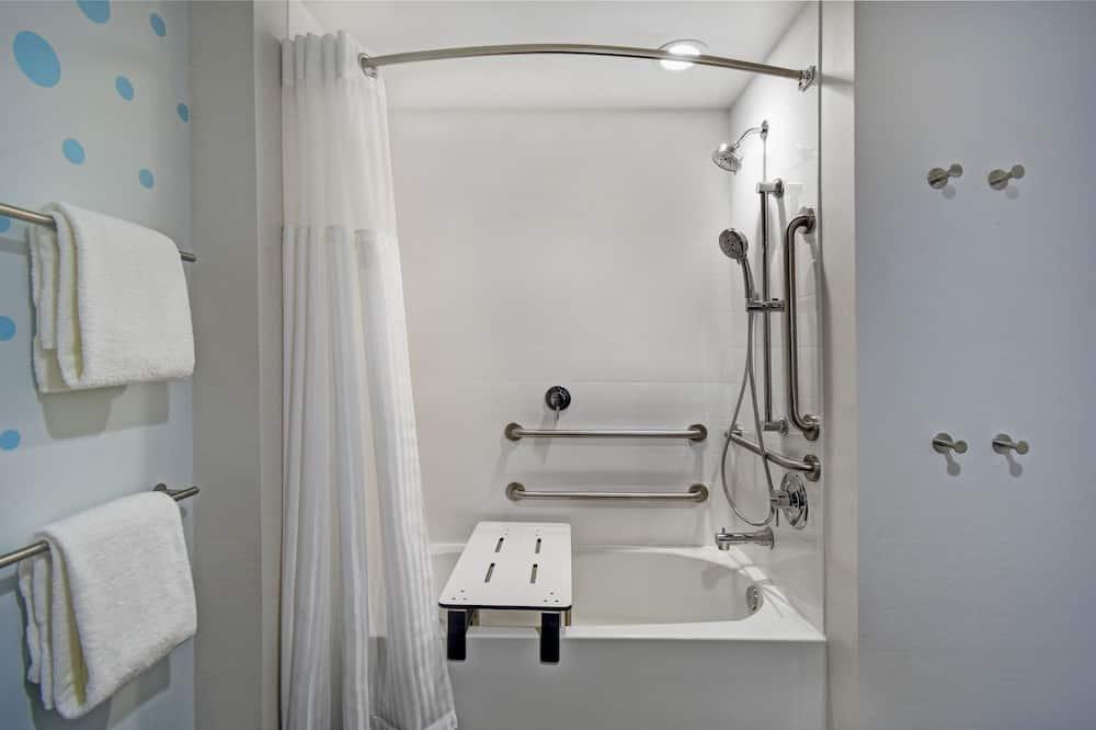 Номер, 1 ліжко «кінг-сайз», обладнано для інвалідів, ванна - Ванну кімнату обладнано для людей з інвалідністю